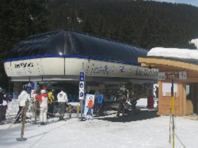 La station des Carroz inaugure son télésiège alimenté en énergies renouvelables