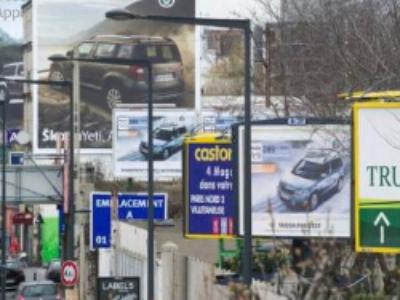 Affichage publicitaire: un projet de décret réduit le délai de mise en conformité