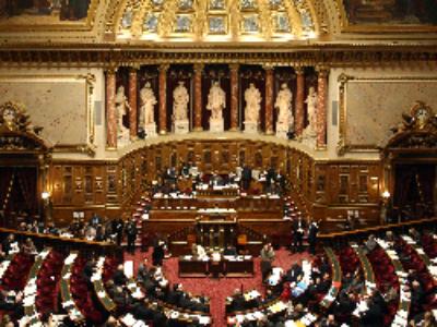 Premier projet de loi: adoption après élagage au Sénat