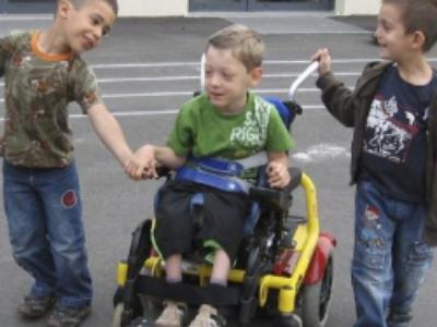 Enfants handicapés en milieu scolaire: le Défenseur des droits lance un appel à témoignages