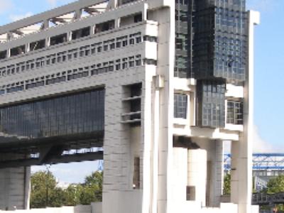 Emprunts structurés: le gouvernement mobilise 1.5 milliard d'euros supplémentaires pour le fonds de soutien des collectivités locales