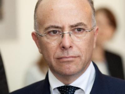 """Bernard Cazeneuve coordonne les initiatives des maires """"volontaires"""""""