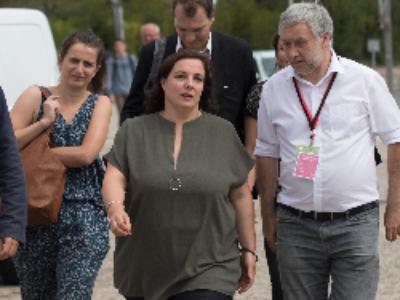 """Emmanuelle Cosse lance un appel à projets pour """"développer l'hébergement citoyen des réfugiés"""""""
