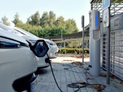 Véhicules hybrides et électriques: un nouveau cahier des charges pour le déploiement des bornes de recharge