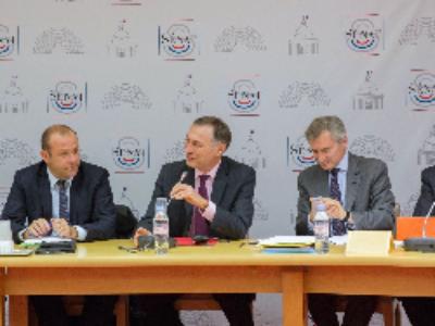 Prévention de la radicalisation: le Sénat consulte les collectivités territoriales