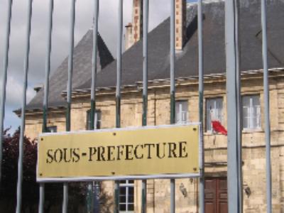 """Pour le sénateur Hervé Marseille: les sous-préfecture, c'est """"l'État à proximité"""""""