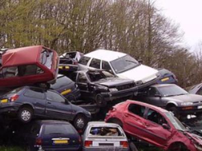Outre-mer: la résorption des véhicules hors d'usage va pouvoir débuter