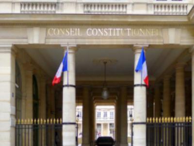 Non conformité partielle de la loi pour la confiance dans la vie politique