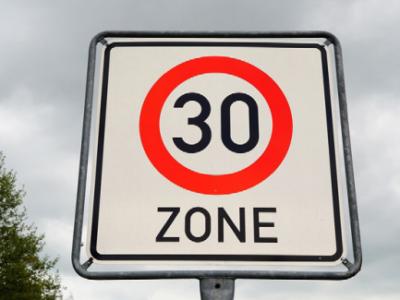 Quelles sont les compétences du maire pour réduire la vitesse de circulation sur le territoire de la commune?