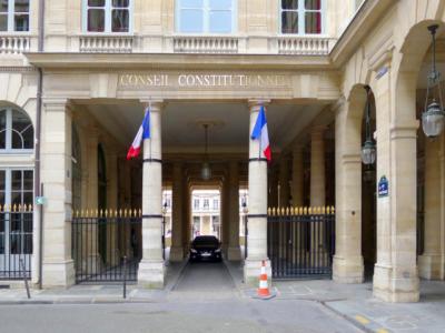 Le Conseil constitutionnel censure l'élargissement aux contractuels des postes de DG