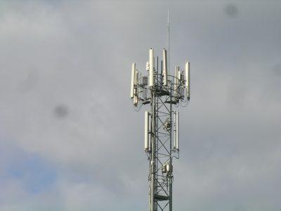 Antennes-relais: un décret étend le champ du régime de déclaration préalable